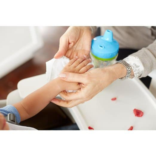 cleaning hands baby wipes
